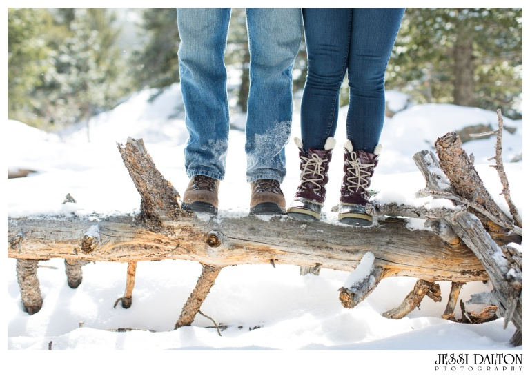 jessi-and-zach-photography-colorado-nevada-wedding-photographers-mountain-engagement-photos-rocky-mountain-national-park_19