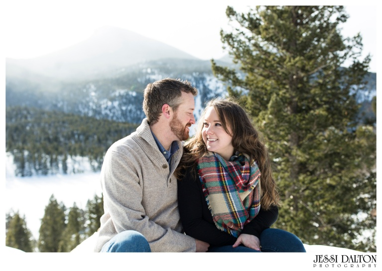 jessi-and-zach-photography-colorado-nevada-wedding-photographers-mountain-engagement-photos-rocky-mountain-national-park_20