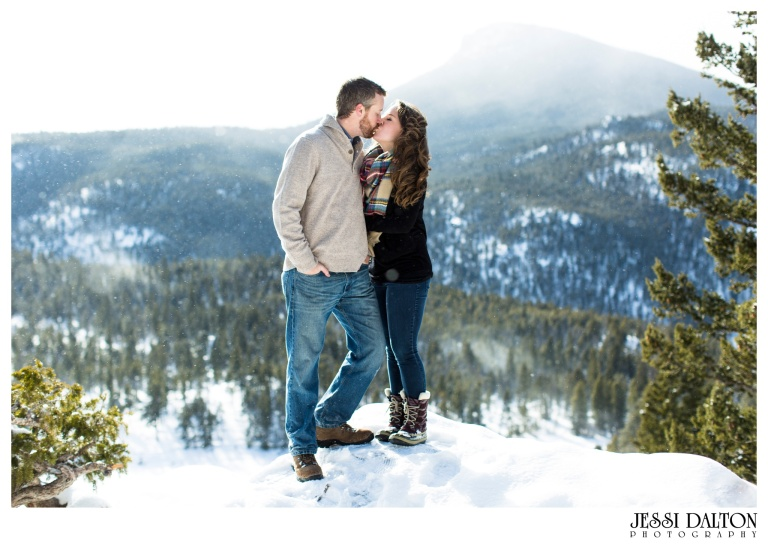 jessi-and-zach-photography-colorado-nevada-wedding-photographers-mountain-engagement-photos-rocky-mountain-national-park_21