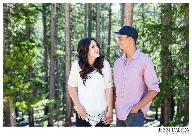 jessi-and-zach-photography-colorado-nevada-wedding-photographers-mountain-engagement-photos-rocky-mountain-national-park_22