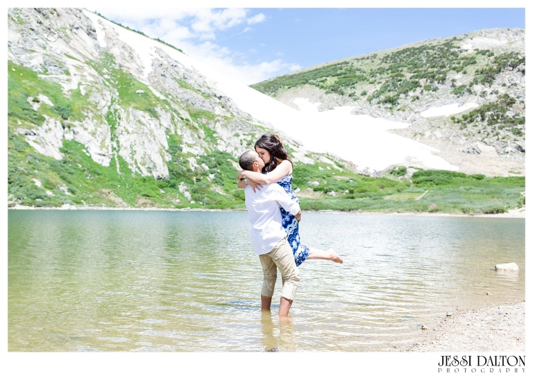 jessi-and-zach-photography-colorado-nevada-wedding-photographers-mountain-engagement-photos-rocky-mountain-national-park_27