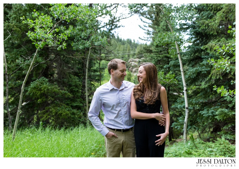 jessi-and-zach-photography-colorado-nevada-wedding-photographers-mountain-engagement-photos-rocky-mountain-national-park_28