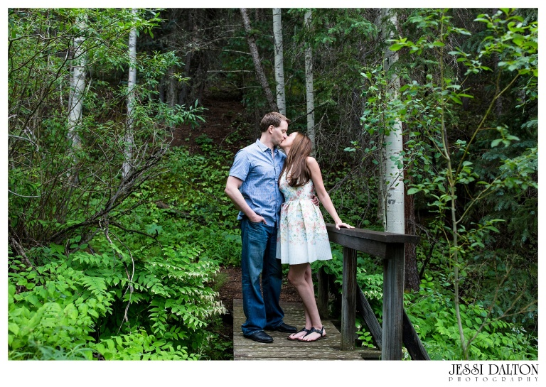 jessi-and-zach-photography-colorado-nevada-wedding-photographers-mountain-engagement-photos-rocky-mountain-national-park_32